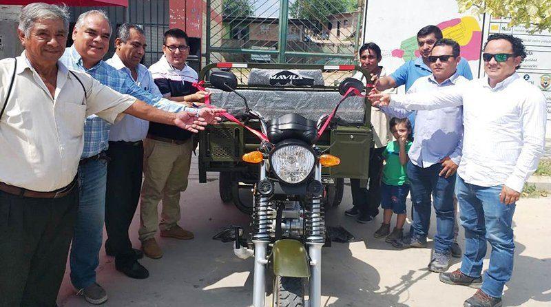 Complejo Agroindustrial Beta dona moto furgoneta a Municipalidad de La Encantada